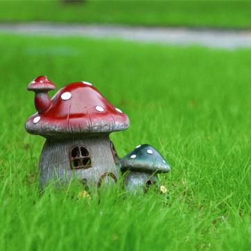 A Solar Outdoor Fairy House fényt